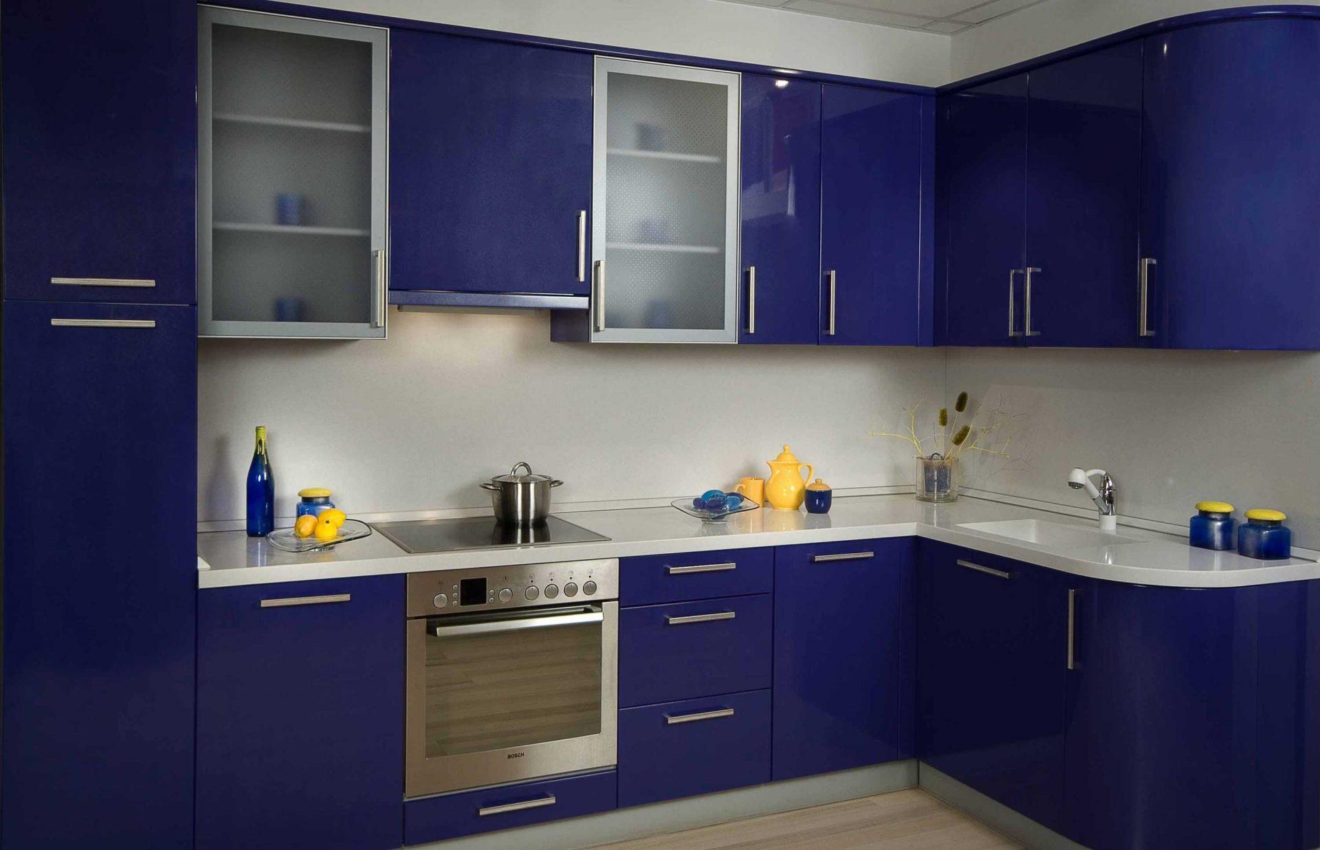 Синяя угловая кухня